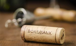tappi bottiglia di vino con Bordeaux impronta